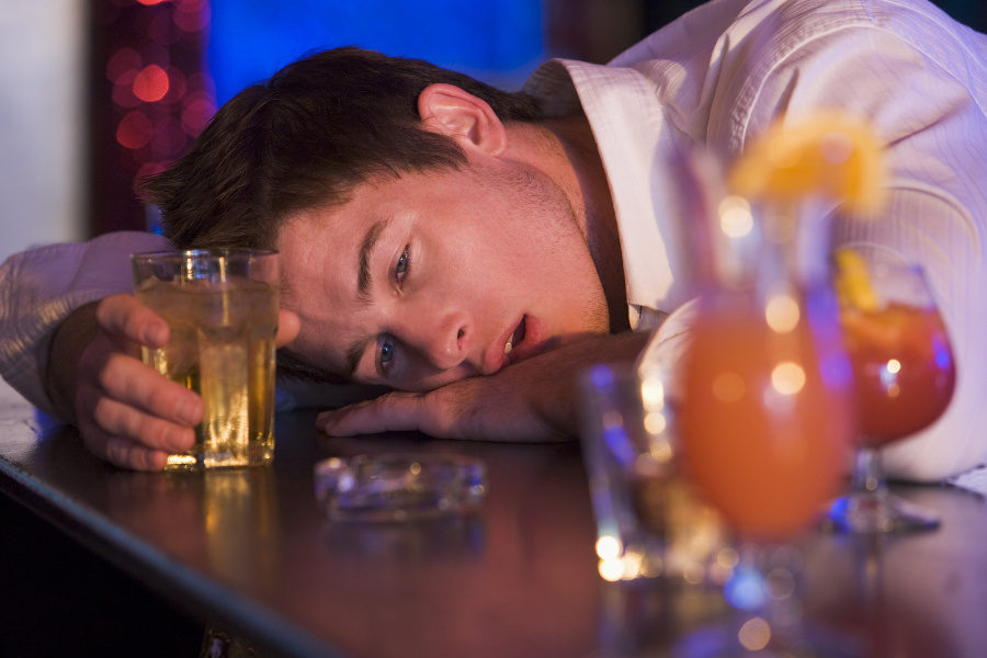 Chronic binge drinking kills liver faster