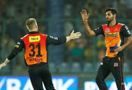 IPL: Warner, Bhuvneshwar help Hyderabad pip Punjab by 5 runs