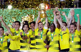 Dortmund beat Frankfurt to clinch 4th German Cup title