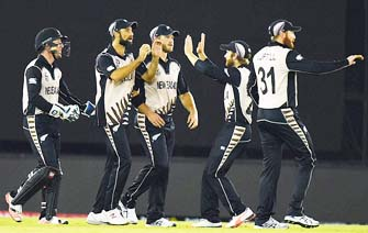 New Zealand stand in between England, semis spot