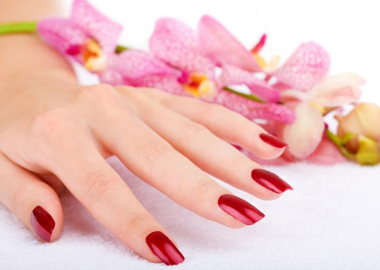 Save your nails from discolouration in simple steps