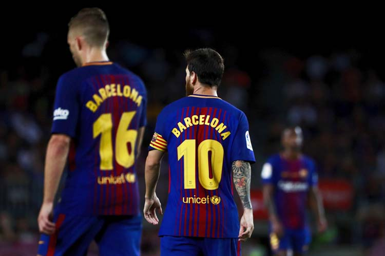BARCELONA, SPAIN - AUGUST 20:  Lionel Messi (2ndL) of FC Barcelona and his teammate Gerard Deulofeu (L) walk wearing the t-shirt in memory of victims of the terrorist attack in Barcelona this week during the La Liga match between FC Barcelona and Real Betis Balompie at Camp Nou stadium on August 20, 2017 in Barcelona, Spain.  (Photo by Gonzalo Arroyo Moreno/Getty Images)