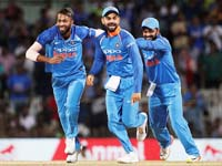 Pandya, Dhoni guide India to 281/7 vs Australia in first ODI